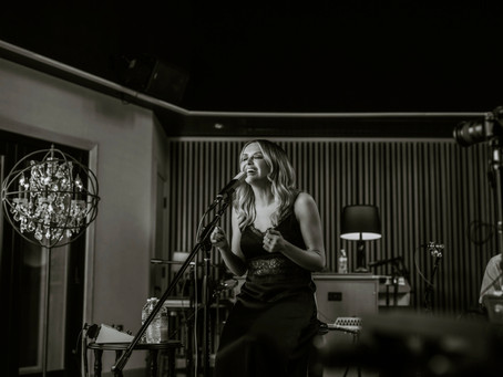 CARLY PEARCE EMERGES FROM 29 WITH CRITIC & FAN PRAISE