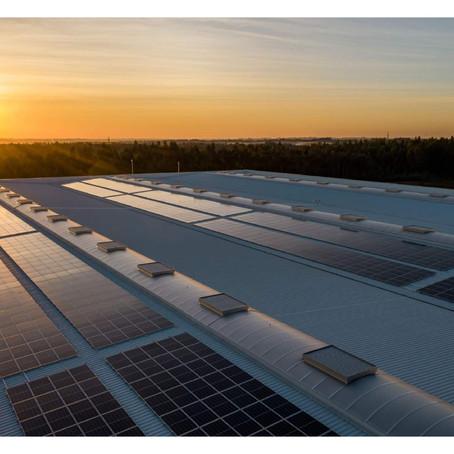 Investir em energia solar vale mais do que investir na poupança ou comprar um carro