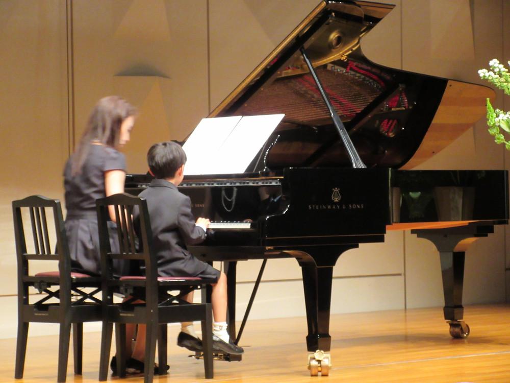 内丸ピアノ教室 発表会 文京区シビックセンター お母さんと子供連弾