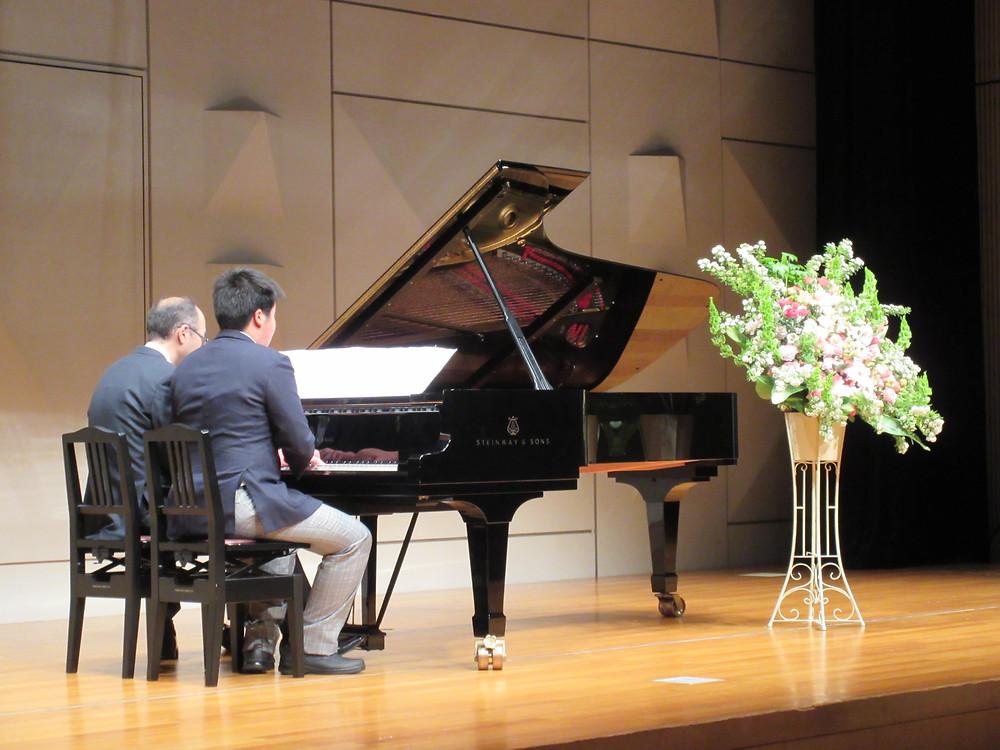 内丸ピアノ教室 ピアノ発表会 文京区シビックセンター 父と子供連弾