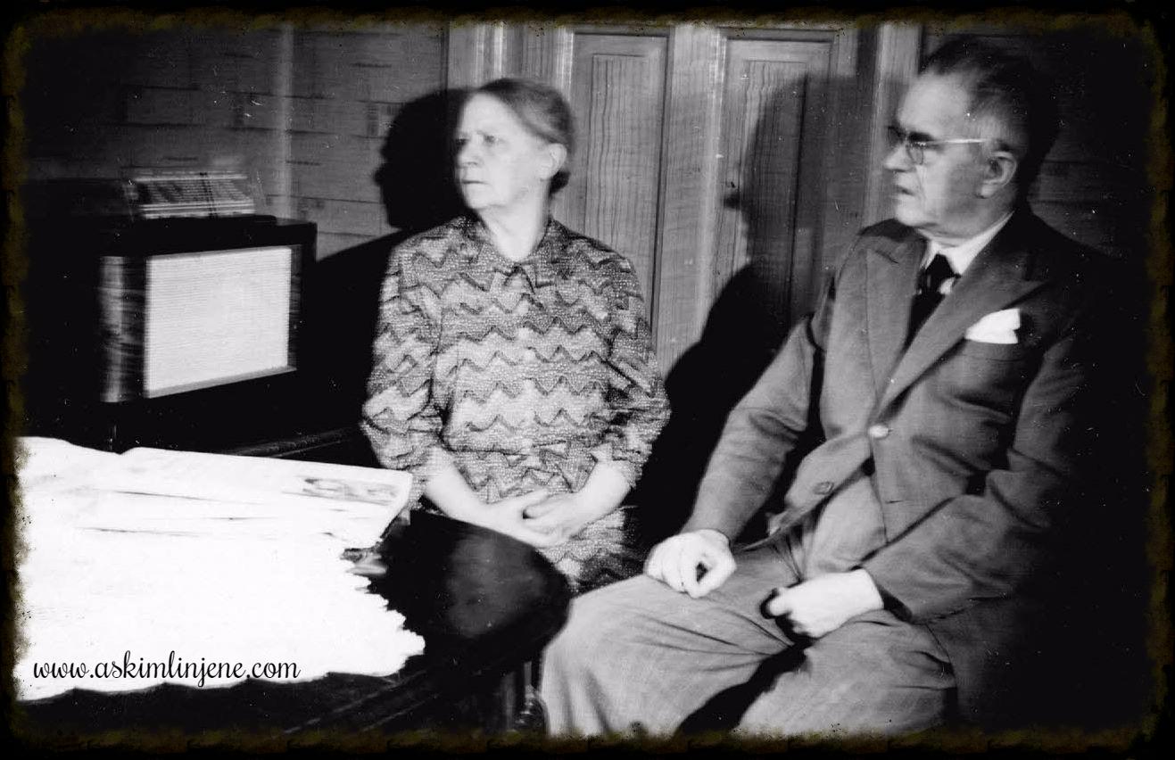 Stasjonsmester Hansen og frue 1952