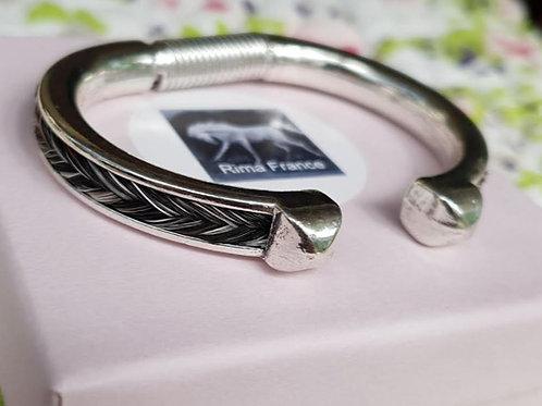Bracelet jonc argenté avec crin de cheval gris