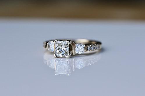 MODERN PRINCESS CUT DIAMOND ENGAGEMENT RING YELLOW GOLD