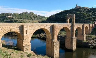 Desigual suerte tras Las Navas: cae Alcántara, resiste Baeza