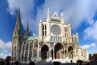 Chartres; se inicia la construcción de la nueva catedral
