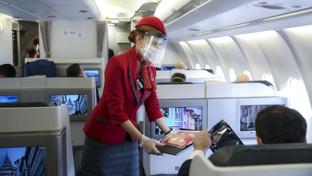 ¿Comer o no comer? Conoce los riesgos y la manera segura de ingerir comidas y bebidas a bordo