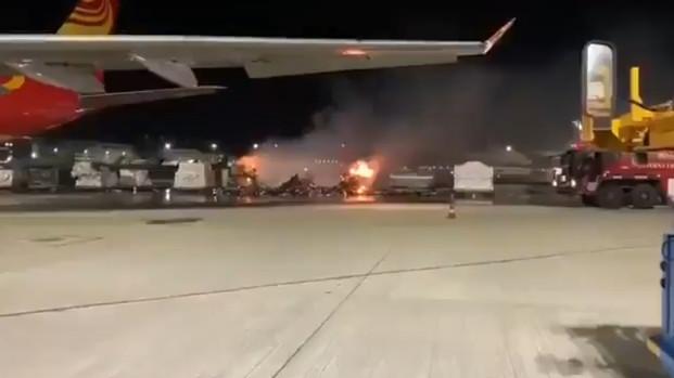 Pallet con teléfonos celulares se incendia durante el cargado de un A330F