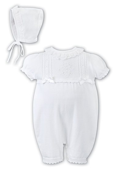 SARAH LOUISE FINE KNIT WHITE DETAILED BUBBLE ROMPER WITH MATCHING HAT