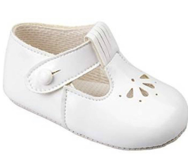 BAYPODS WHITE PATENT PRAM SHOE WITH PUNCH ✨