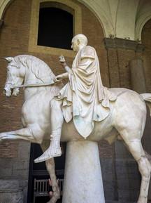 Horse statue found at Herculaneum..jpg