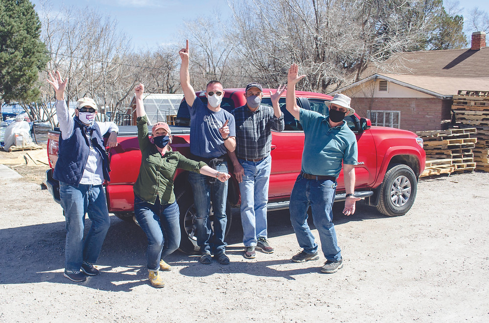 New gardeners & families pick up their felt planting bags, soil, seeds & fertilizer in Colorado Springs. Photos: Debra Othitis