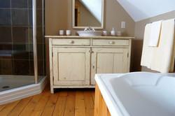 3 elegant full bathrooms