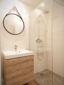 Studio RDC vue salle de bain.jpg