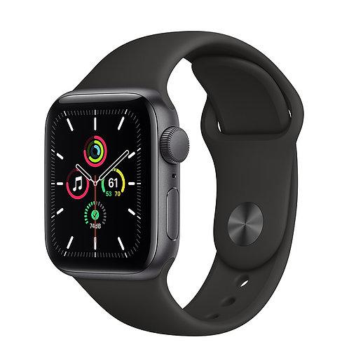 Apple Watch SE 44mm Корпус из алюминия цвета «серый космос» Спортивный ремешок