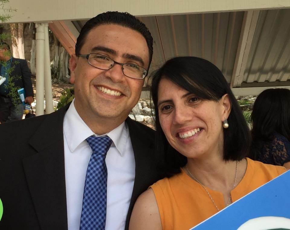 Dr. Rigoberto y su esposa Vinda