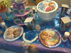שולחן מעוצב פרוזן אנה ואלזה