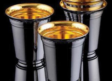 גביעי יין מוכספים מוזהבים