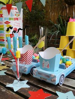שולחן מעוצב למסיבה צבעוני