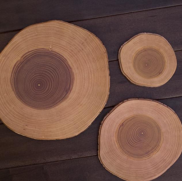 stackable melamine boards look like real wood slabs and make great displays.