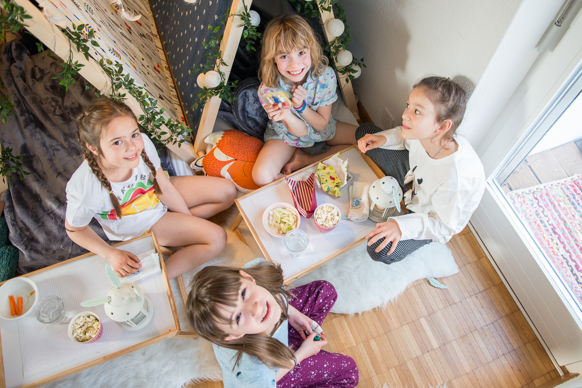 hoiberlin-teepeefriends-kids-sleepover-w