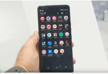 شركة HTC تطلق نسخة رخيصة من هواتفها المشفرة
