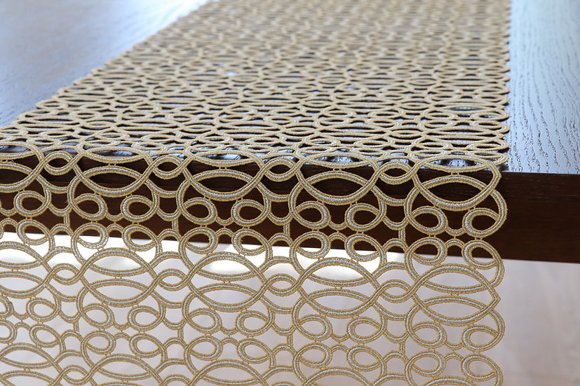 curle table runner