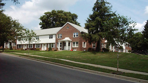 1 Bedroom Townhouse with Den