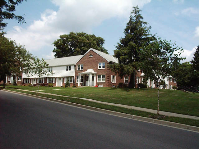 2 Bedroom Townhouse with Den