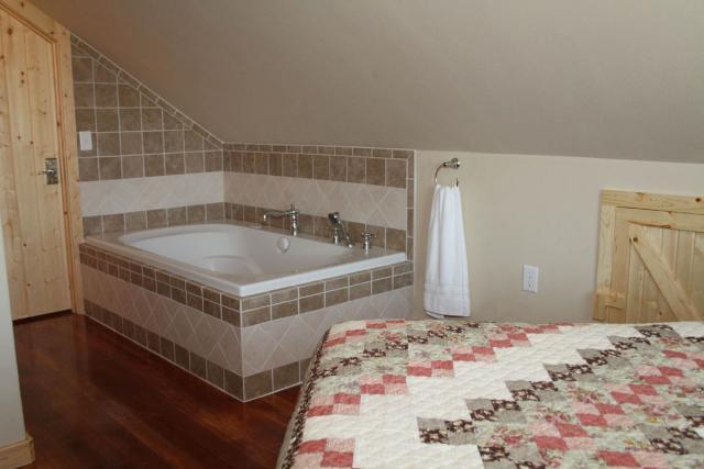 upstairsbedroom_8761.jpeg
