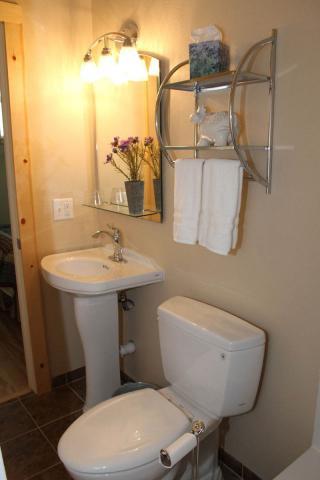 bathrooms_8702.jpeg