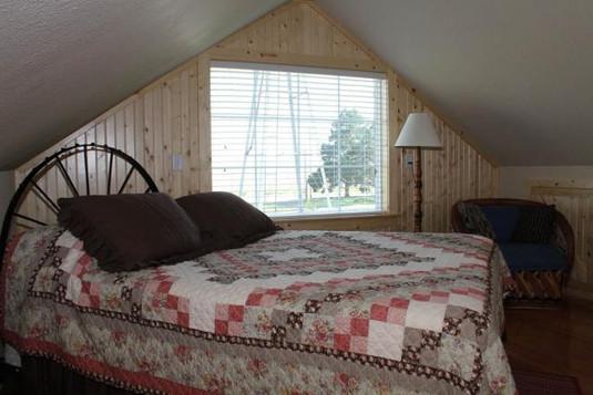 upstairsbedroom_8768.jpeg