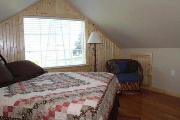 upstairsbedroom_8766.jpeg