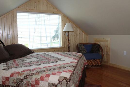 upstairsbedroom_8766.jpg