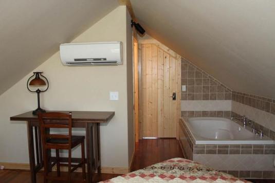 upstairsbedroom_8760.jpeg