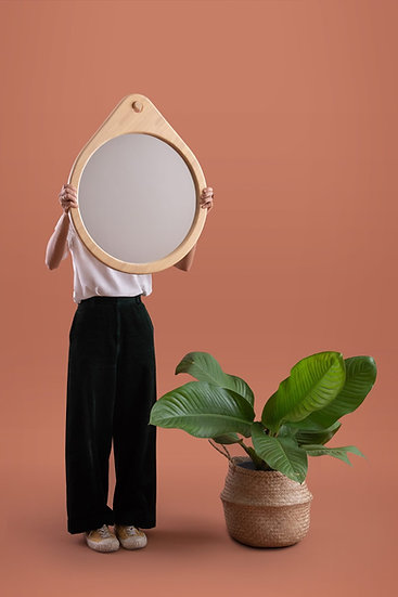 Raindrop mirror with wall mount