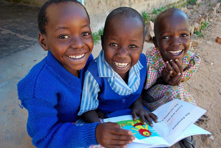 Children reading, Matau Primary School, Zimbabwe-  One.Org