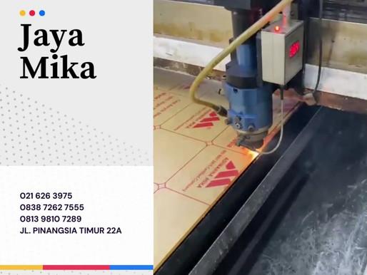 Akrilik Adiwarna Mika dapat dipotong dan diperforasi dengan sempurna menggunakan mesin laser.