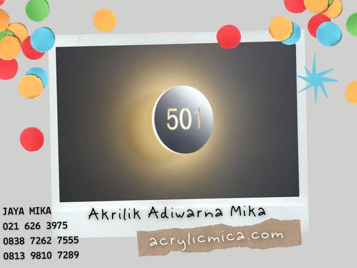 Akrilik Adiwarna Mika dengan kombinasi stiker (sticker) untuk nomor ruangan (room number)