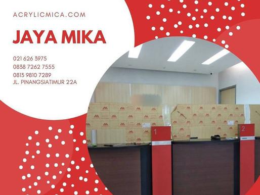 Salah satu contoh desain partisi Akrilik Adiwarna Mika di kantor perbankan Indonesia