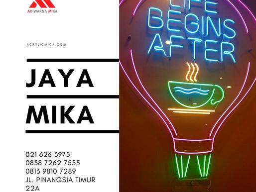 Akrilik Adiwarna Mika dapat digunakan untuk melindungi neon sign serta dibentuk untuk tempat majalah