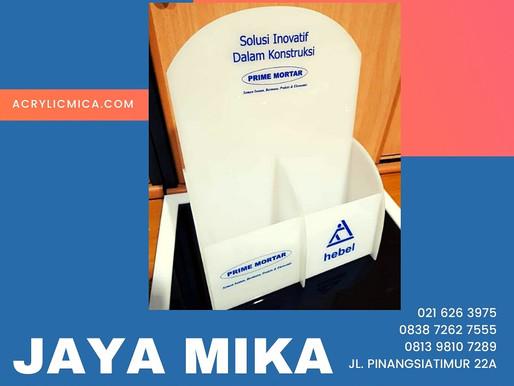 Acrylic Adiwarna Mika warna putih susu dengan sablon logo untuk rak brosur