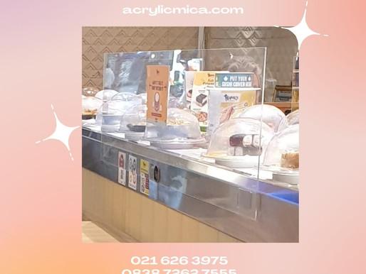 Akrilik dapat digunakan untuk partisi pelindung makanan di restoran