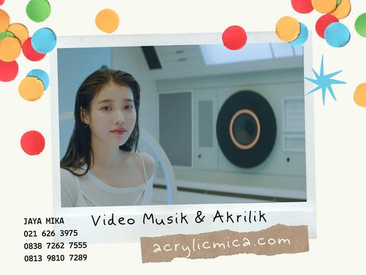 Video Musik Ada Yang Menggunakan Akrilik Untuk Menciptakan Efek Cahaya Yang Lembut, Indah Dan Modern