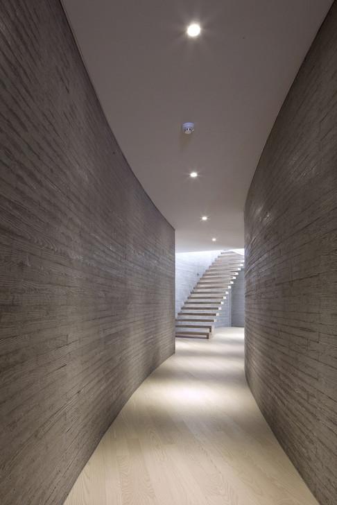 36_Int_B1f_Corridor.jpg