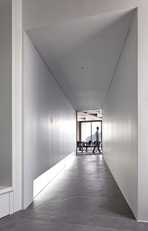 40_Int_TubeCorridor.jpg