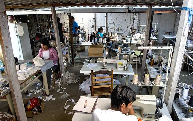 Oficina de costura em Americana (SP) denunciada por uso de trabalho degradante.