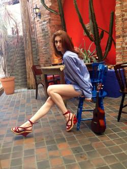 PJ Angel com shorts azul