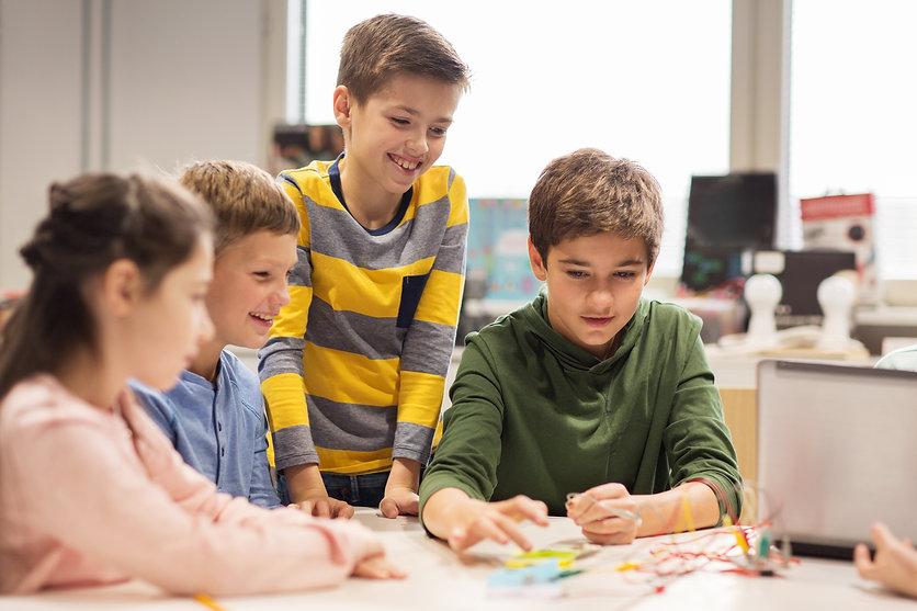 happy-children-building-robots-at-roboti