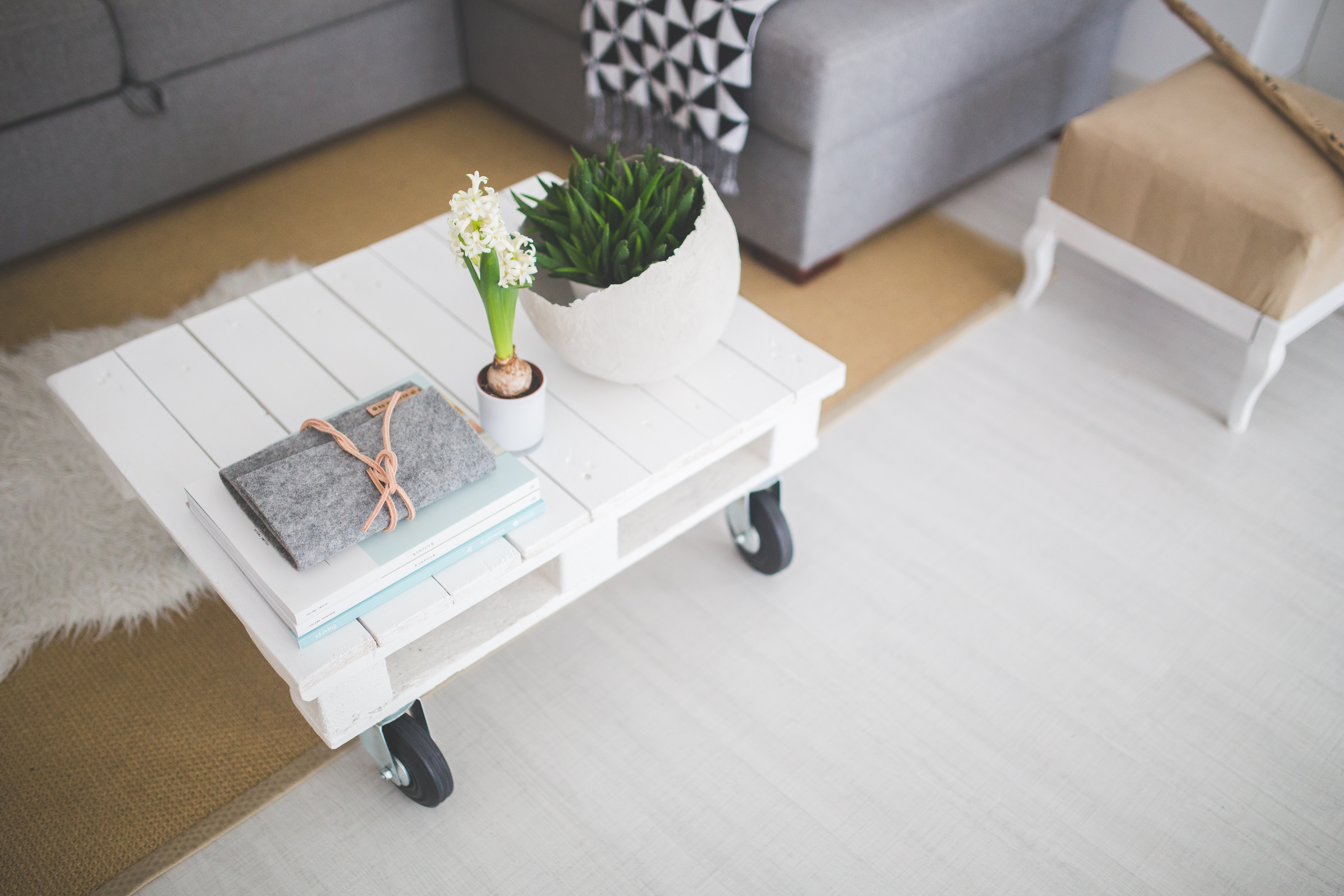 table-white-home-interior (1)