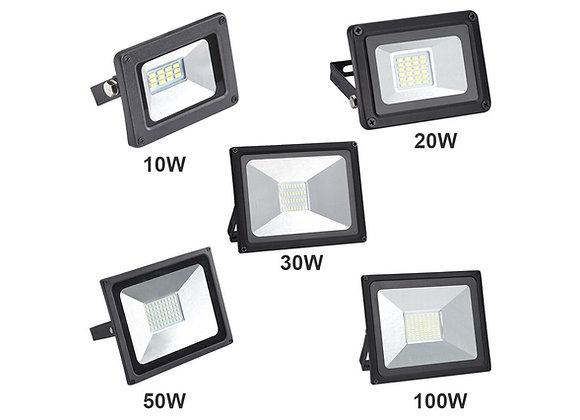 Dažādas jaudas LED prožektori melnā korpusā; plug&play
